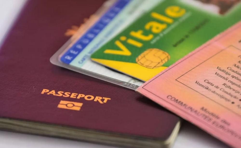 Prendre soin de ses papiers administratifs pendant un voyage